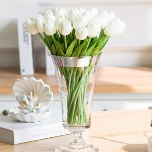 Tulipanes artificiales blancos